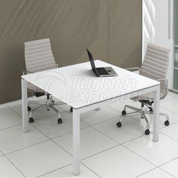 Radikal Square Table