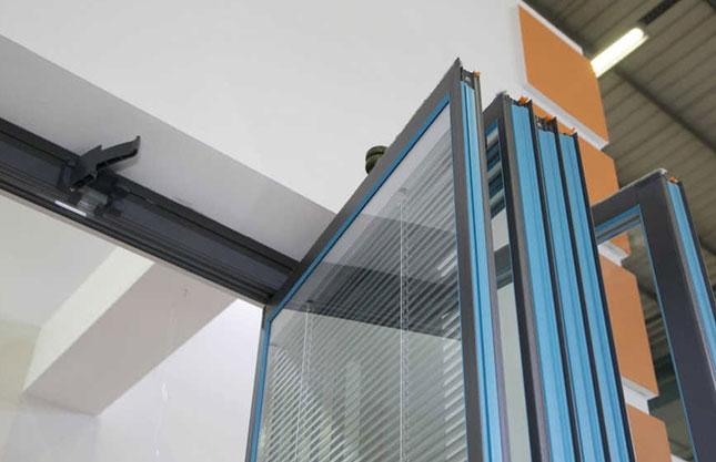 Складной стеклянный балкон