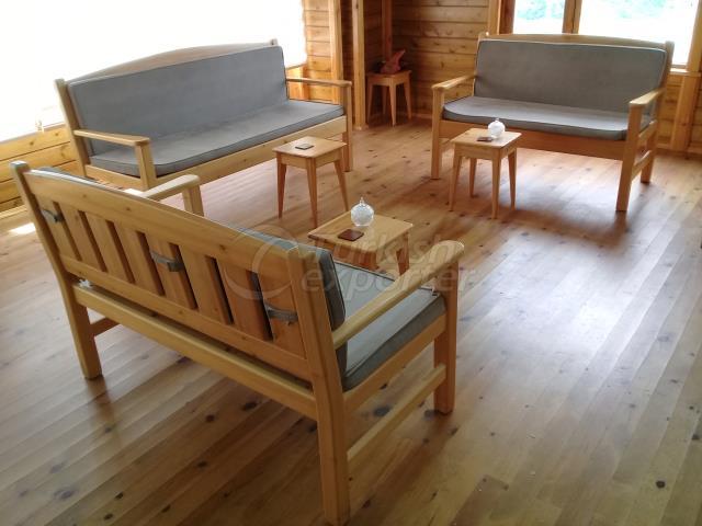 Деревянное большое кресло
