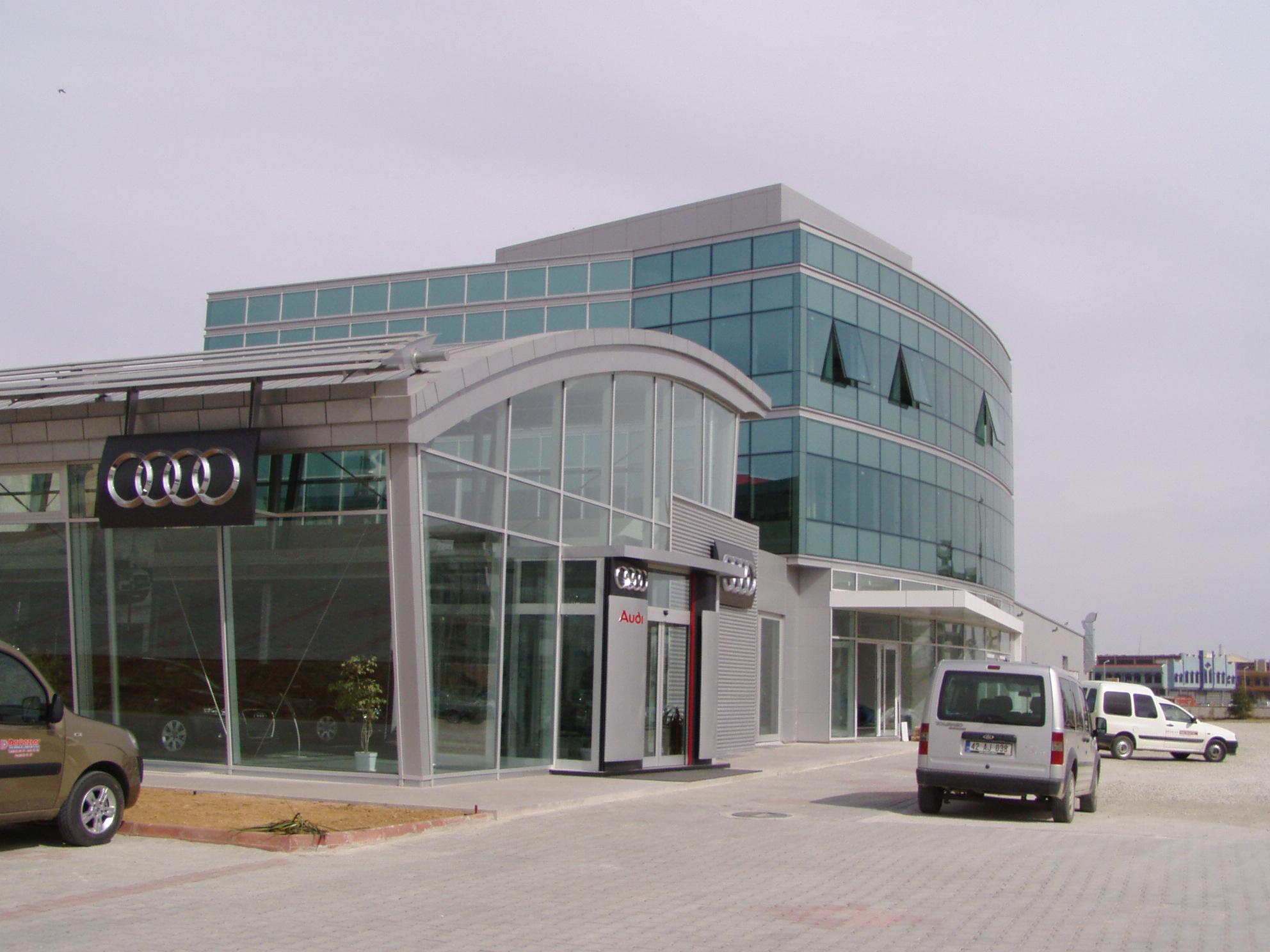 Salle d'exposition pour voitures