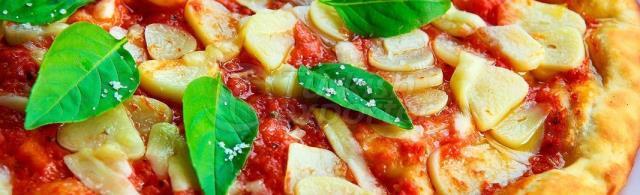 Tomato Paste Sauced Pizza