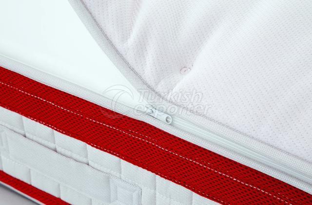 سرير أحمر