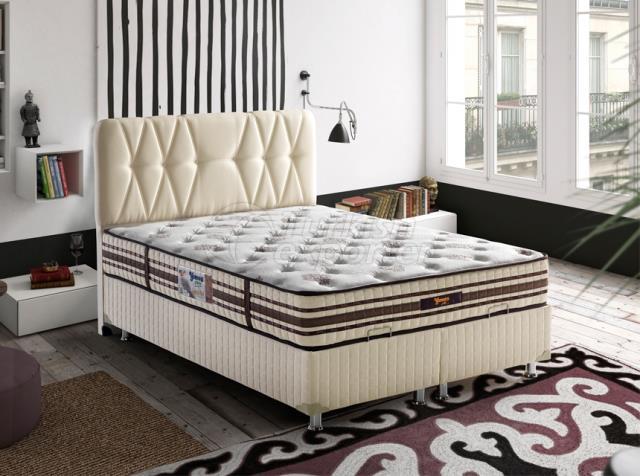 سرير الريش الذهبي