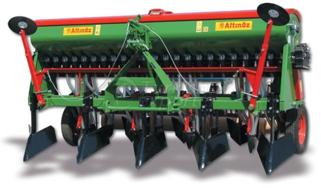 UNIVERSAL COMBINED PLANTING MACHINE