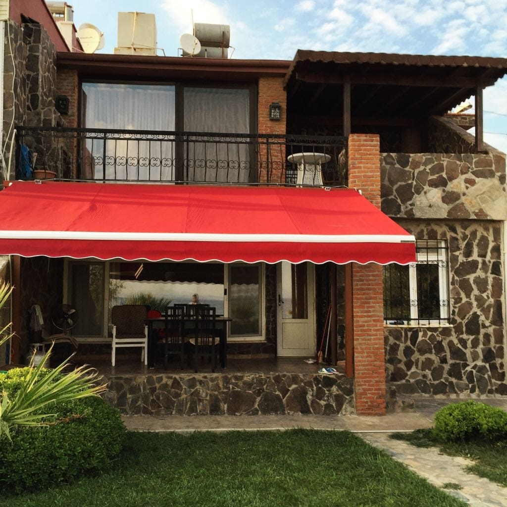 Articulated awning 1
